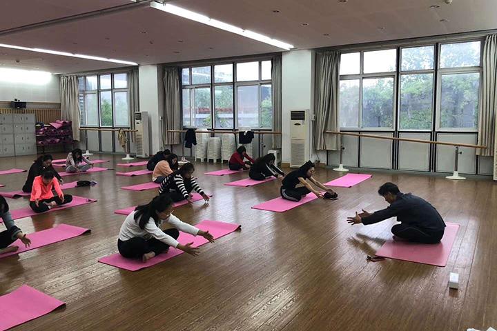 郑州一中瑜伽班正式开课  异域风