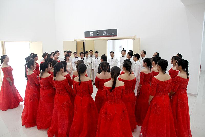 我校教师合唱团参加东莞市第七届教育艺术节比赛